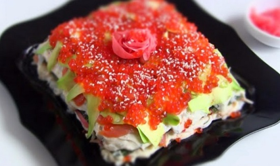 Салат с красной рыбой: рецепты изысканные с пошаговыми фото