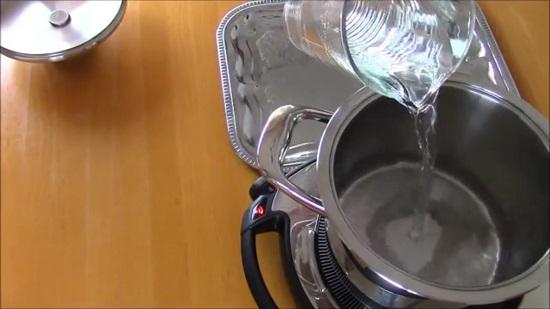 наливаем фильтрованную воду