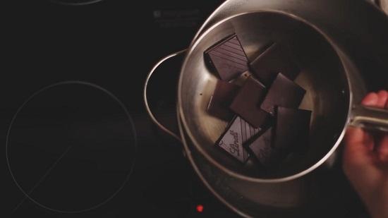 Ставим на паровую баню шоколад