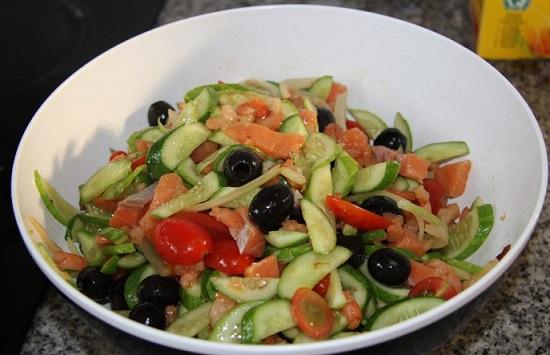 салат с красной рыбой: рецепт с фото