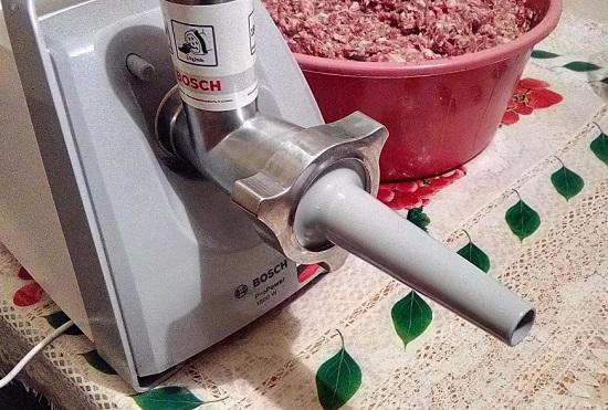 начиняем колбасу