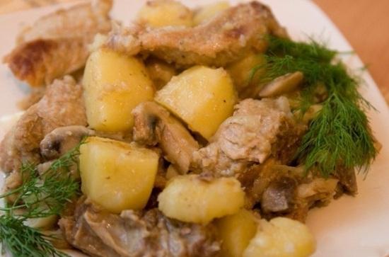 Говяжьи ребрышки, тушенные с картошкой