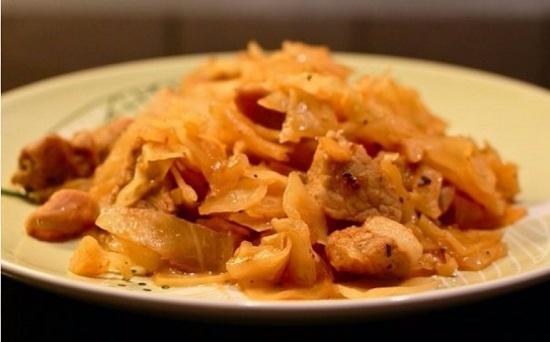 солянка из квашеной капусты с мясом.