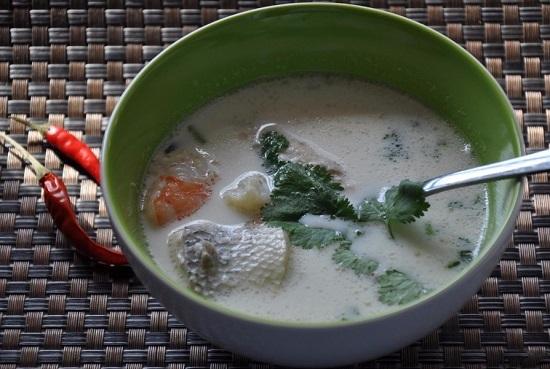 суп из морского коктейля со сливками.