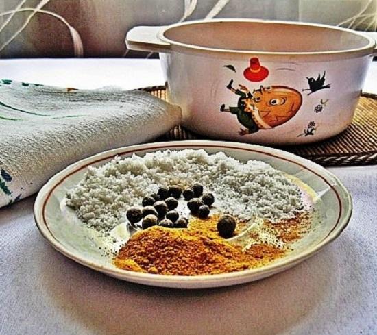В маринадную смесь добавим соль и перцы