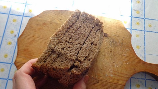 хлеб нарезаем