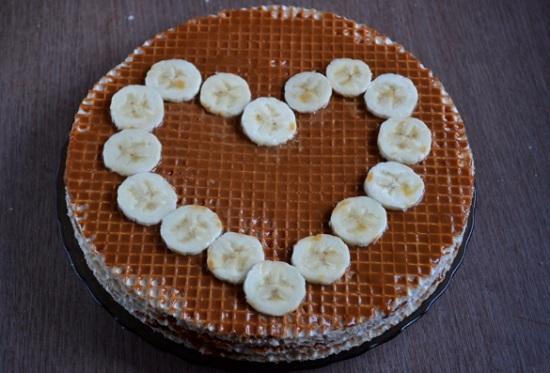 десерт вафельный торт со сгущенкой и бананами