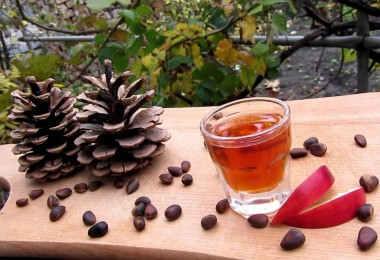 Настойка на кедровых орешках на самогоне: рецепты