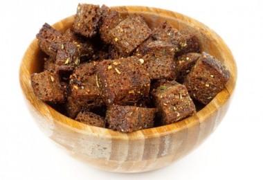 Гренки из черного хлеба с чесноком: рецепты