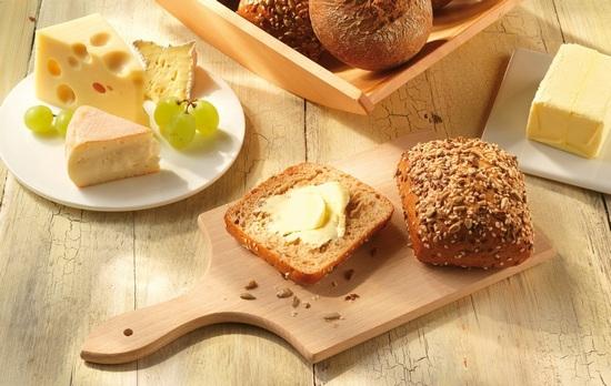 хлеб, несоленый сыр