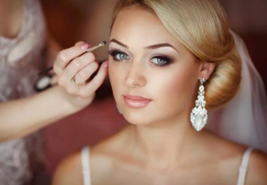 свадебный макияж для блондинки с зелеными глазами