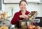 Грибной суп с перловкой (из шампиньонов, замороженных грибов): рецепты