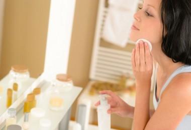 Как лечить шелушение и красные пятна на лице