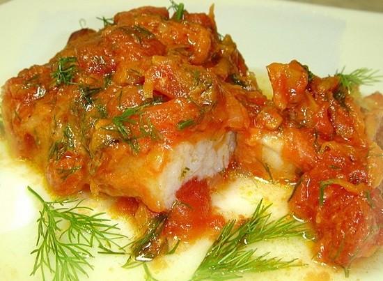 Минтай, тушенный с морковью и луком: рецепты, калорийность