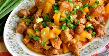 Мясо с ананасами в духовке (с сыром, по-китайски, по-французски)