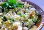 Салат «Венеция»: рецепт с курицей, колбасой, черносливом