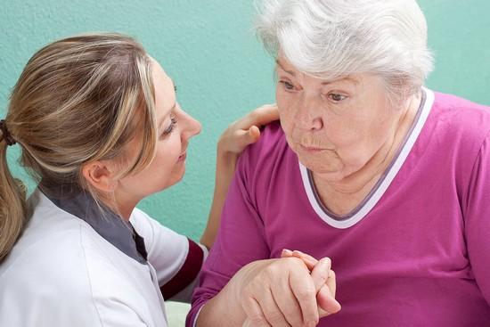 При развитии старческой деменции