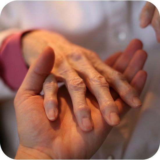 причины трещин на пальцах рук
