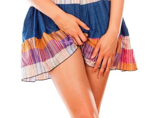 Зуд и белые выделения у женщин: причины и лечение