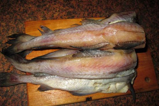 Рыбные тушки чистим, промываем