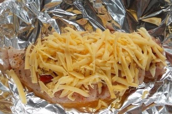 посыплем тертым сыром