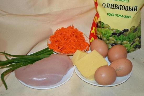 Яйца куриные отвариваем вкрутую