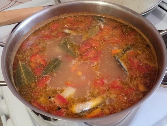 добавим пассерованные овощи и размешаем