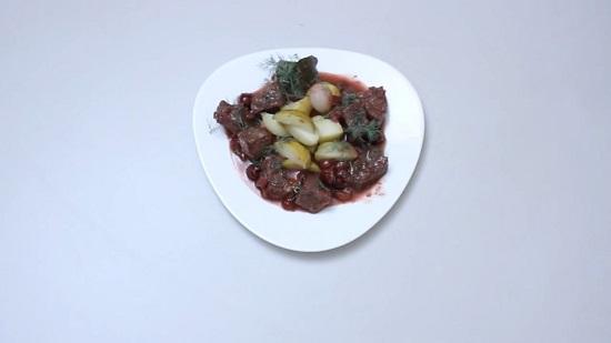 Мясо, тушенное в вине красном