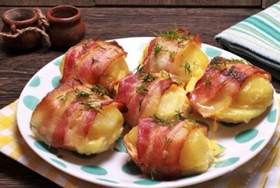 как приготовить картошку в беконе в духовке