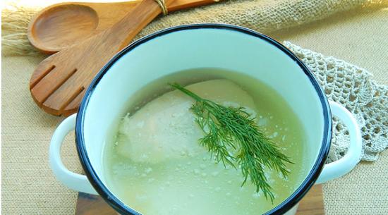 добавим веточки зелени, соль и свежемолотый перчик