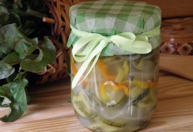Зимний салат: рецепт классический (с колбасой, из огурцов)