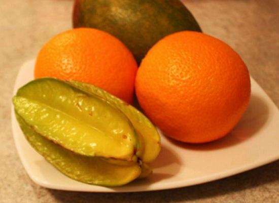 Промываем все фрукты тепленькой водой