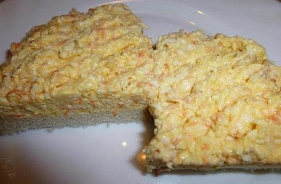 еврейский салат готовят из плавленого сыра