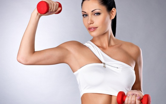 упражнения на бицепс с гантелями для девушек