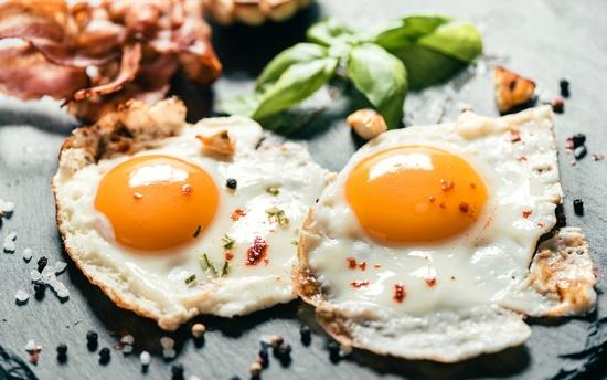 сколько калорий в жареном курином яйце на подсолнечном масле