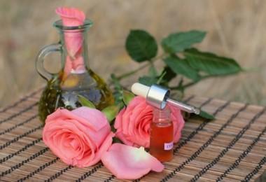 В чем польза масла розы в уходовых процедурах?