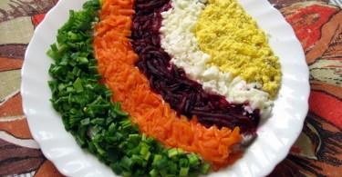 Салат «Радуга»: рецепт простой с кириешками и чипсами
