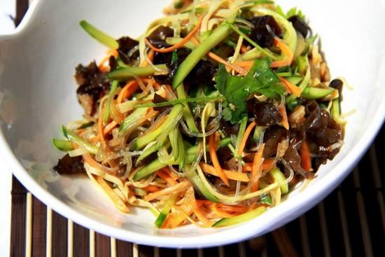 Салат из древесных грибов с фрунчозой