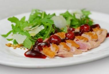 Салат с утиной грудкой (с рукколой, апельсинами)