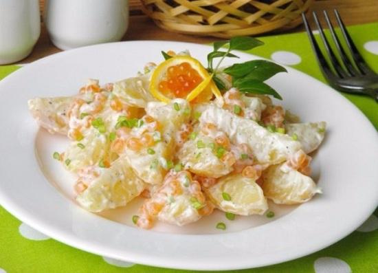 салат с икрой красной рыбки и картофелем