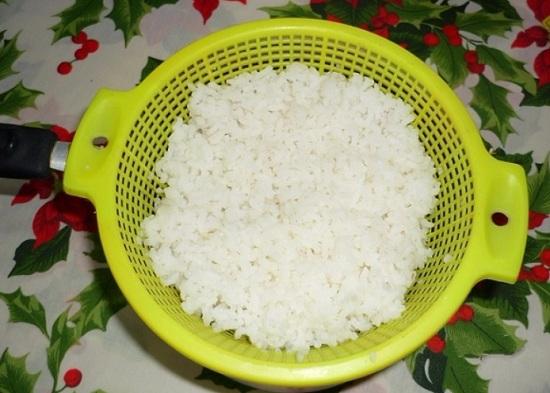 Рисовую крупу промоем