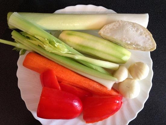 Очистим все овощи, хорошенечко их промоем