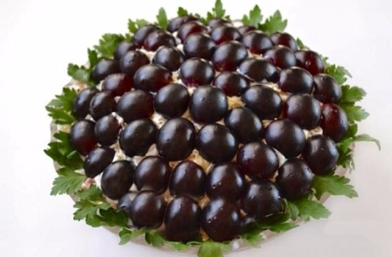 салат с миндалем и виноградом
