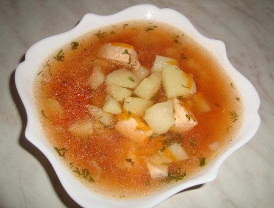 Рыбный суп с кусочками семги