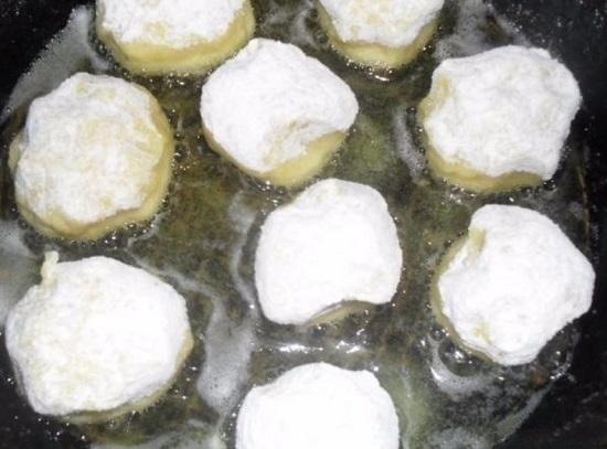обжариваем картофельные шарики