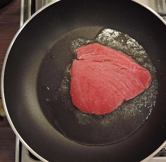 Обжарим филе тунца