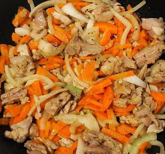 овощи в сковороду