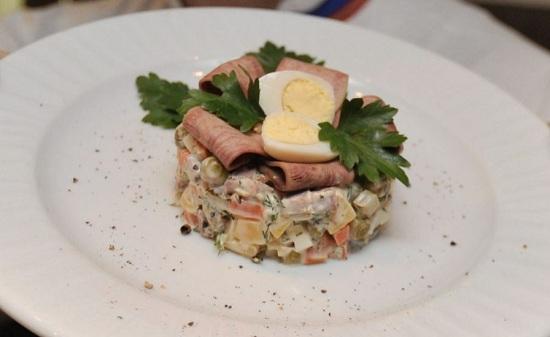 Салат с языком: рецепты простые