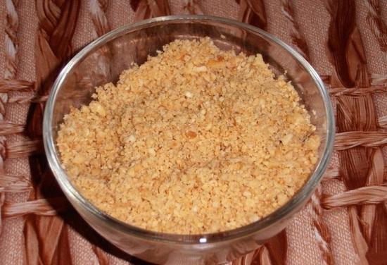 Миндальные орешки обжарим на сухой сковороде