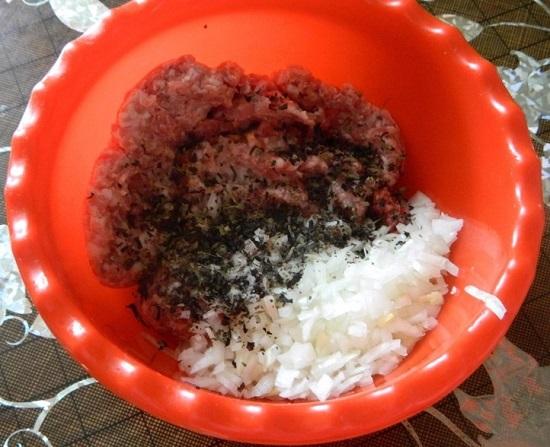 сушеный базилик и соль